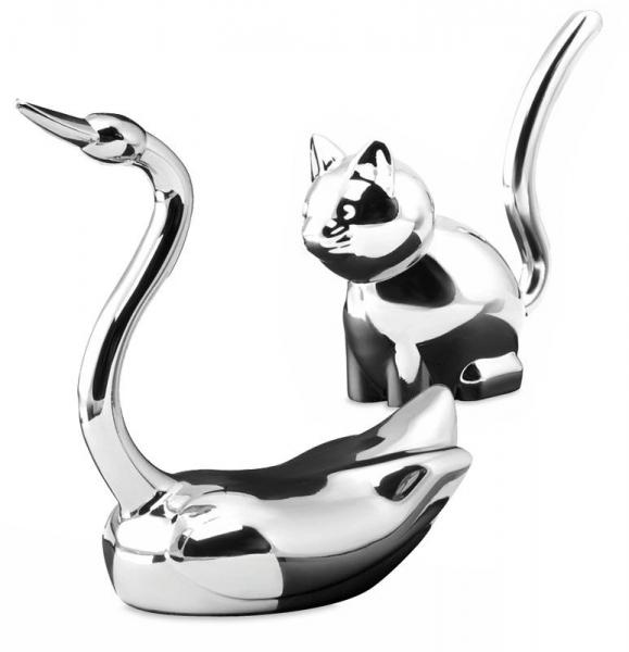 Uchwyt na pierścionki metalowy w kształcie kota albo łabędzia.